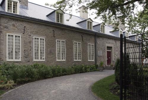 view-montreal-neu-1-2