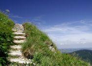 Treppe zum Himmel mit Blick ins Tal