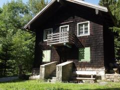 die Racheldiensthütte - das ehemalige Forsthaus